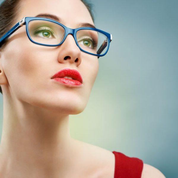 Vardiniai akinių rėmeliai